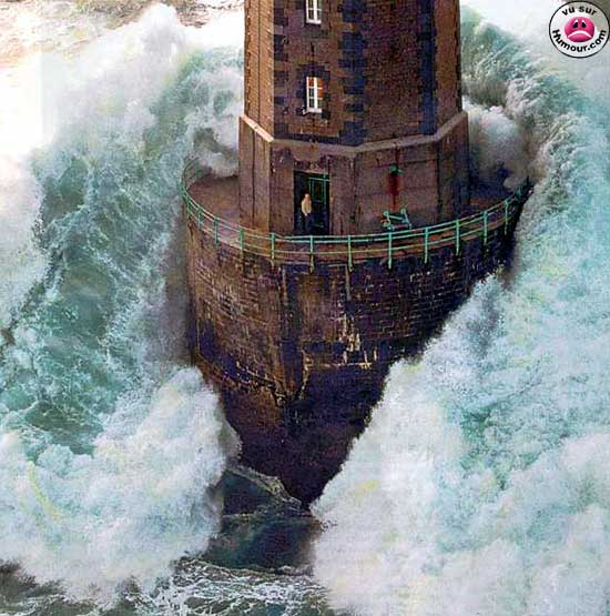 LighthouseWaves.jpg